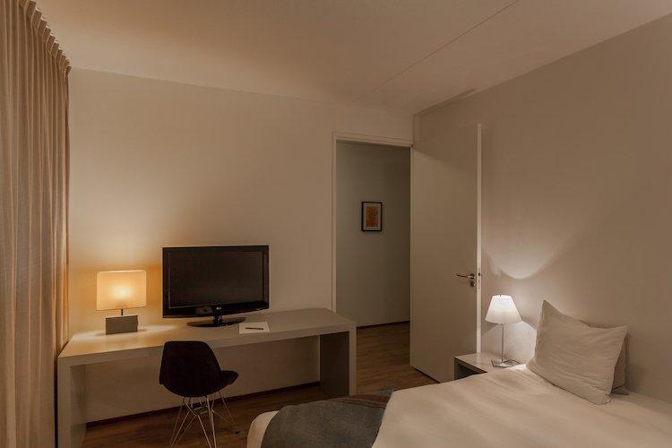 expat-housing-in-Eindhoven-Hartje-Gent-desk